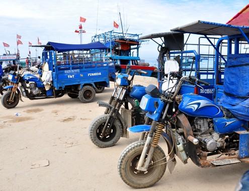 Xe ba gac: Tăng thu nhập nhờ du lịch biển đảo bằng xe ba gác máy